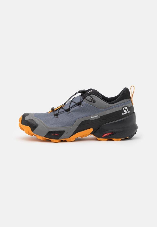 CROSS HIKE GTX - Hiking shoes - quiet shade/black/buttersco