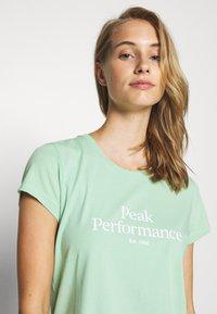 Peak Performance - ORIGINAL TEE - T-shirt con stampa - pale horizon - 3