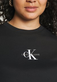 Calvin Klein Jeans Plus - PLUS KNOTTED TEE - Print T-shirt - black - 5