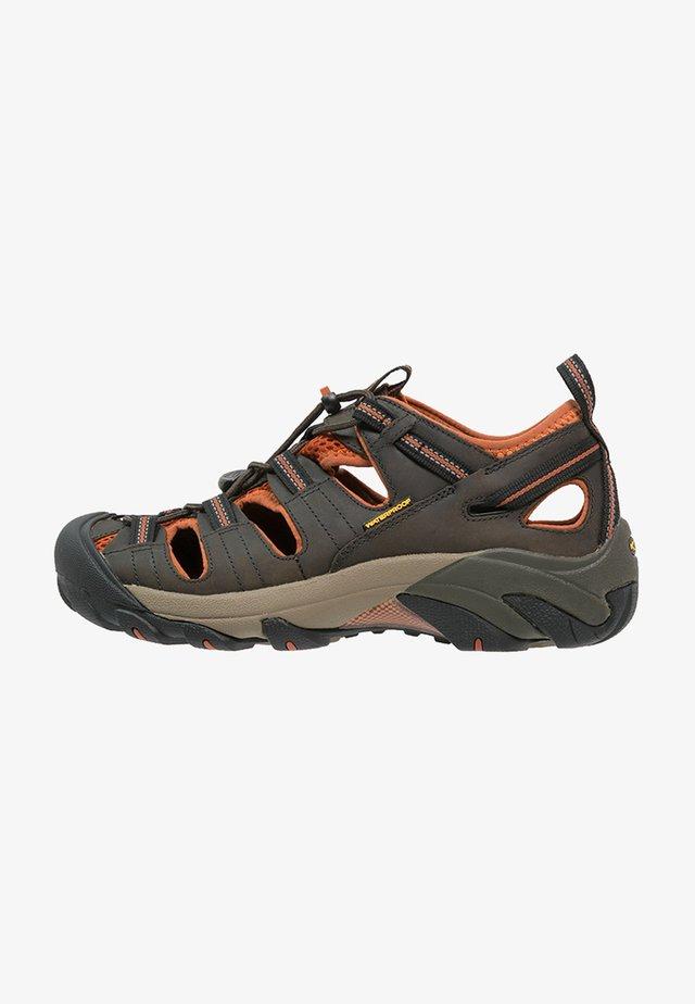 ARROYO II - Sandały trekkingowe - black olive/bombay brown