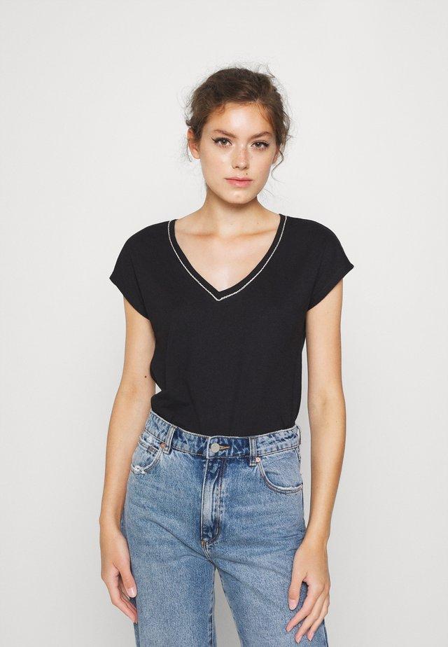 ONLNOORA - T-shirt imprimé - black