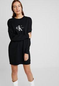 Calvin Klein Jeans - MONOGRAM CREWNECK DRESS - Denní šaty - black beauty - 0
