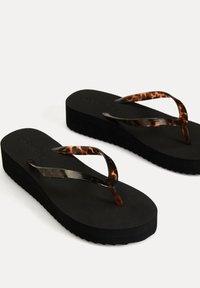 OYSHO - 11303680 - T-bar sandals - black - 3