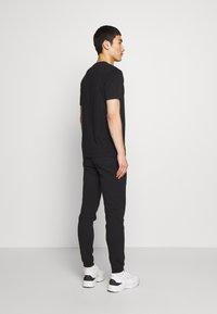 Bricktown - CASSETTE TAPE SMALL - Print T-shirt - black - 2