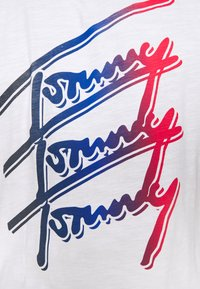 Tommy Jeans - REPEAT SCRIPT TEE UNISEX - T-shirt con stampa - white - 4