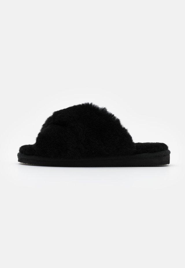 LOVISA - Pantofole - black