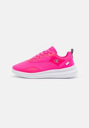 LOW CUT SHOE  - Zapatillas de running neutras - pink