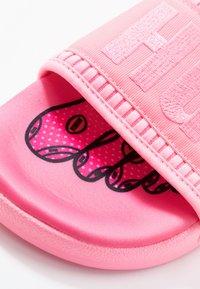 adidas Originals - PW ADILETTE  2.0  - Sandaalit nilkkaremmillä - hyper pop - 8
