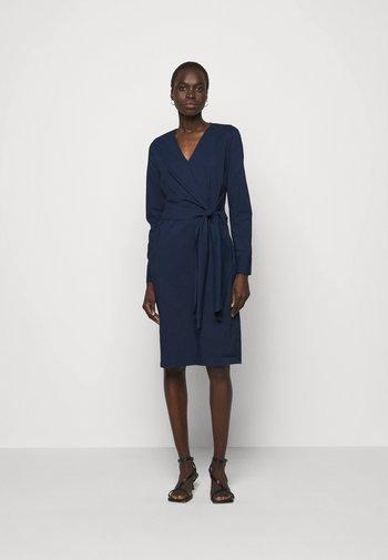STELLA DRAPE DRESS - Pouzdrové šaty - navy blue