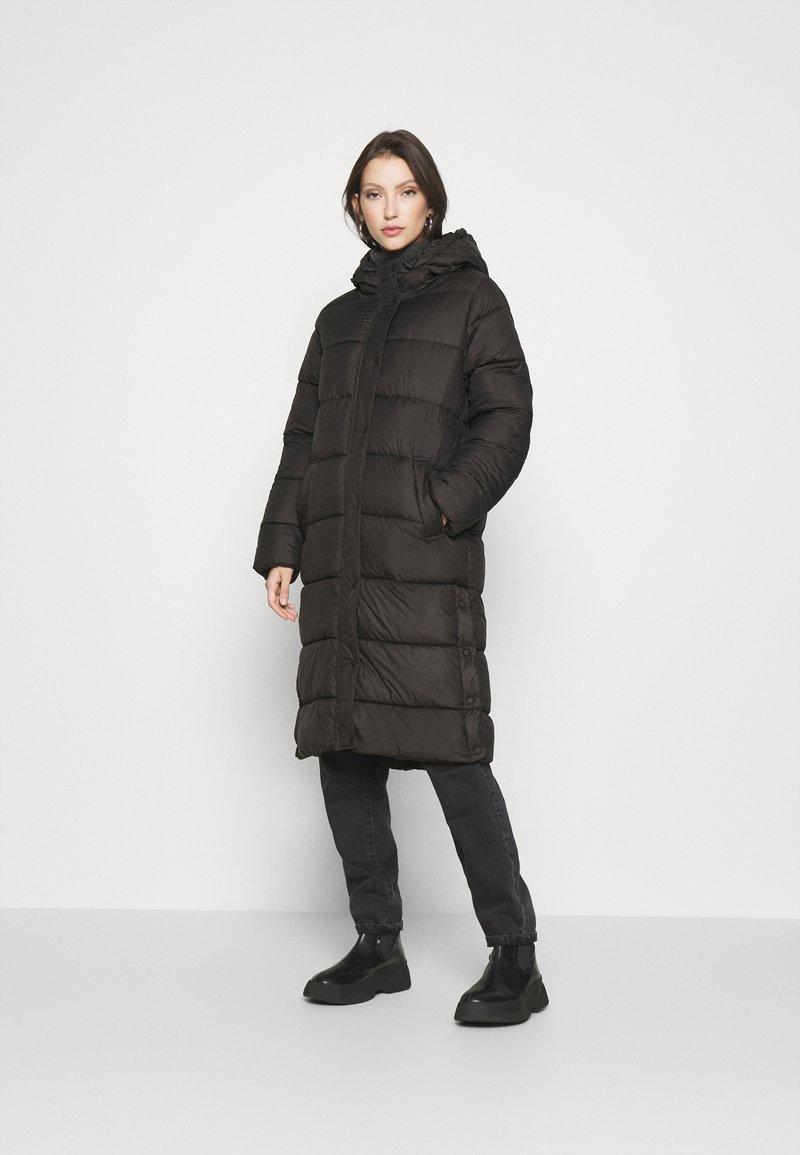 ONLY - ONLNEWCAMMIE QUILTED COAT - Vinterkåpe / -frakk - black