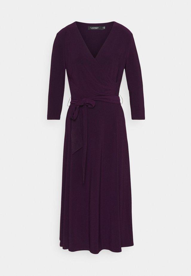 MID WEIGHT DRESS - Denní šaty - raisin