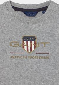 GANT - ARCHIVE SHIELD - Print T-shirt - light grey melange - 2