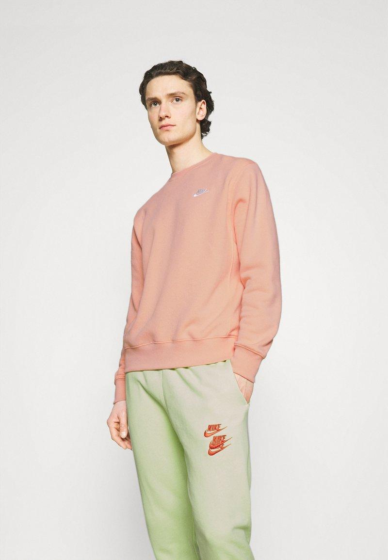 Nike Sportswear - CLUB CREW - Sweatshirt - arctic orange