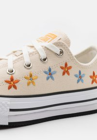 Converse - CHUCK TAYLOR ALL STAR EVA LIFT - Sneakers laag - natural ivory/white/black - 5