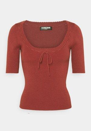 LANDON - Basic T-shirt - red