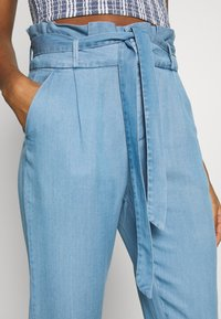 Vero Moda - VMEVA PAPERBAG PANT  - Bukse - light blue denim - 4