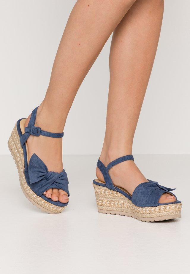 Sandalias con plataforma - jeans