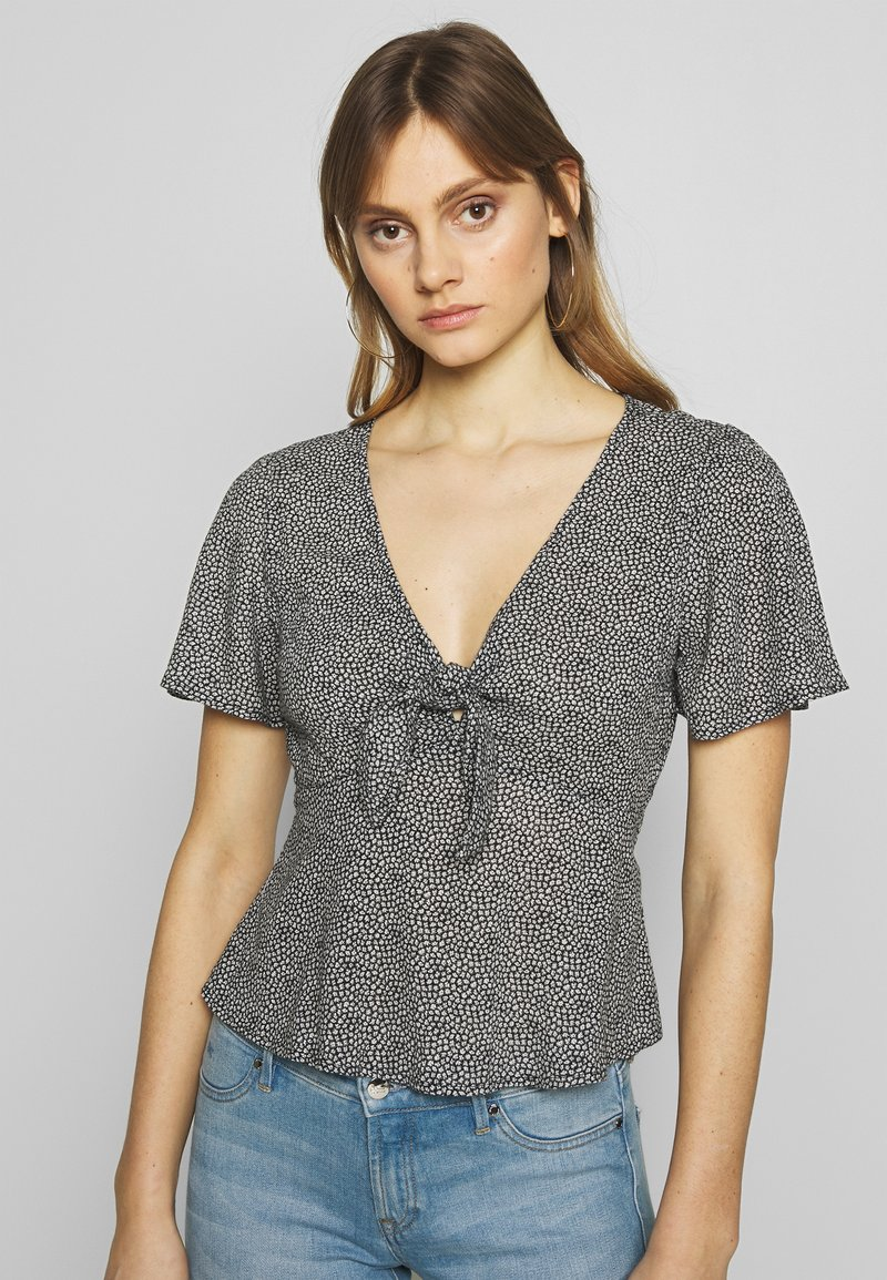 Abercrombie & Fitch - PRINT DRIVER TIE FRONT - Blouse - black grounded