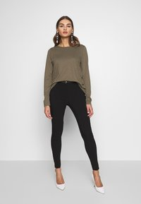 New Look - BELTED BENGALINE SKINNY TROUSERS - Trousers - black - 1