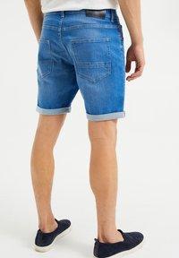 WE Fashion - Jeans Shorts - bright blue - 2
