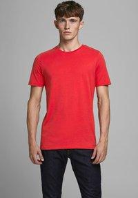 Jack & Jones - Camiseta básica - true red - 0