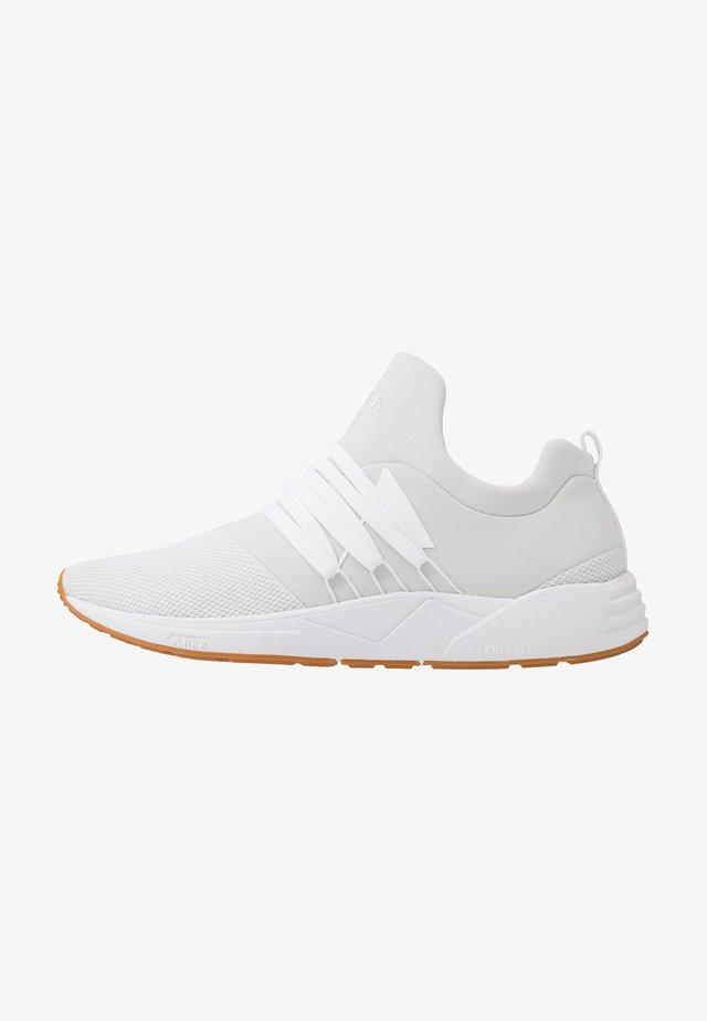 RAVEN S-E15 - Sneakersy niskie - white