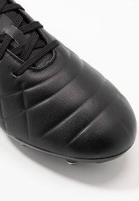 Umbro - MEDUSÆ III PRO FG - Moulded stud football boots - black/black reflective - 5