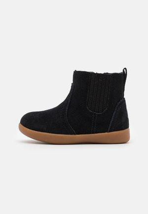 RYNDON - Korte laarzen - black