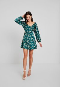 Missguided - FLORAL WRAP TOP PUFF SLEEVE MINI DRESS - Freizeitkleid - green - 2