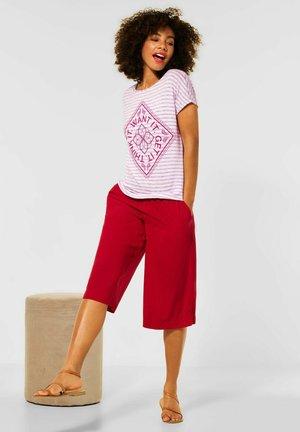 MIT PARTPRINT - Print T-shirt - rot