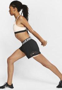 Nike Performance - SHORT  - Pantalón corto de deporte - black/washed coral/white - 1