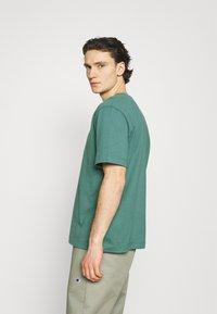 ARKET - T-shirt basique - green - 4