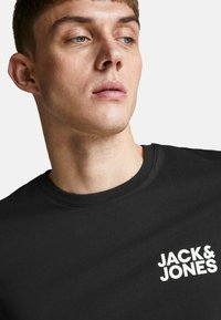 Jack & Jones - JJECORP LOGO TEE O-NECK - T-shirt con stampa - black - 3