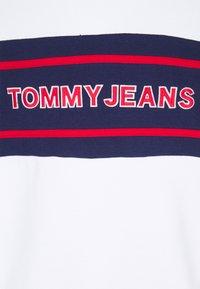 Tommy Jeans - TJM TOMMY BAND MOCK NECK UNISEX - Sudadera con cremallera - white/ multi coloured - 2