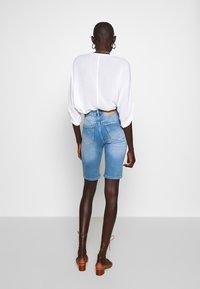 PIECES Tall - PCKAMELIA  - Denim shorts - light blue denim - 2
