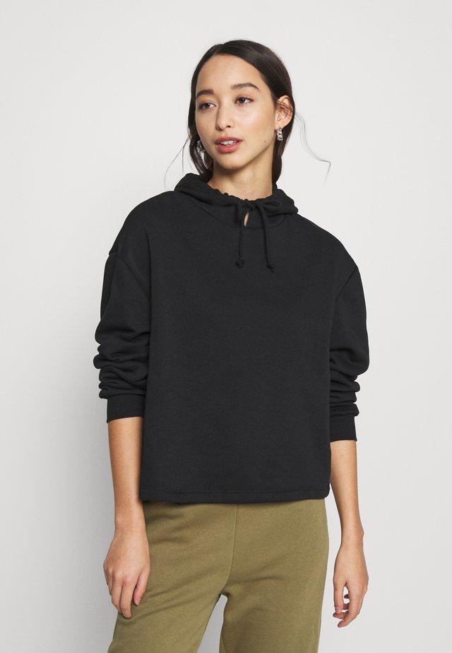 PCCHILLI HOODIE - Bluza z kapturem - black