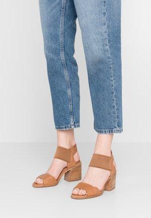 NADIA - Sandals - camel/brown