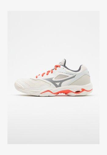 WAVE PHANTOM 2 - Handball shoes - white sand/shade/fusion