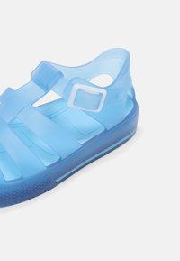 IGOR - TENIS UNISEX - Sandały - azul - 4