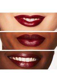 MAC - MATTE LIPSTICK - Læbestifte - diva - 1