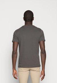 Marc O'Polo - C-NECK - T-shirt basic - gray pinstripe - 2