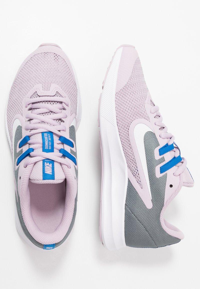 Nike Performance - DOWNSHIFTER 9 - Obuwie do biegania treningowe - iced lilac/white/smoke grey/soar