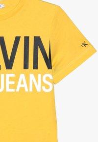 Calvin Klein Jeans - STAMP LOGO - Printtipaita - yellow - 3