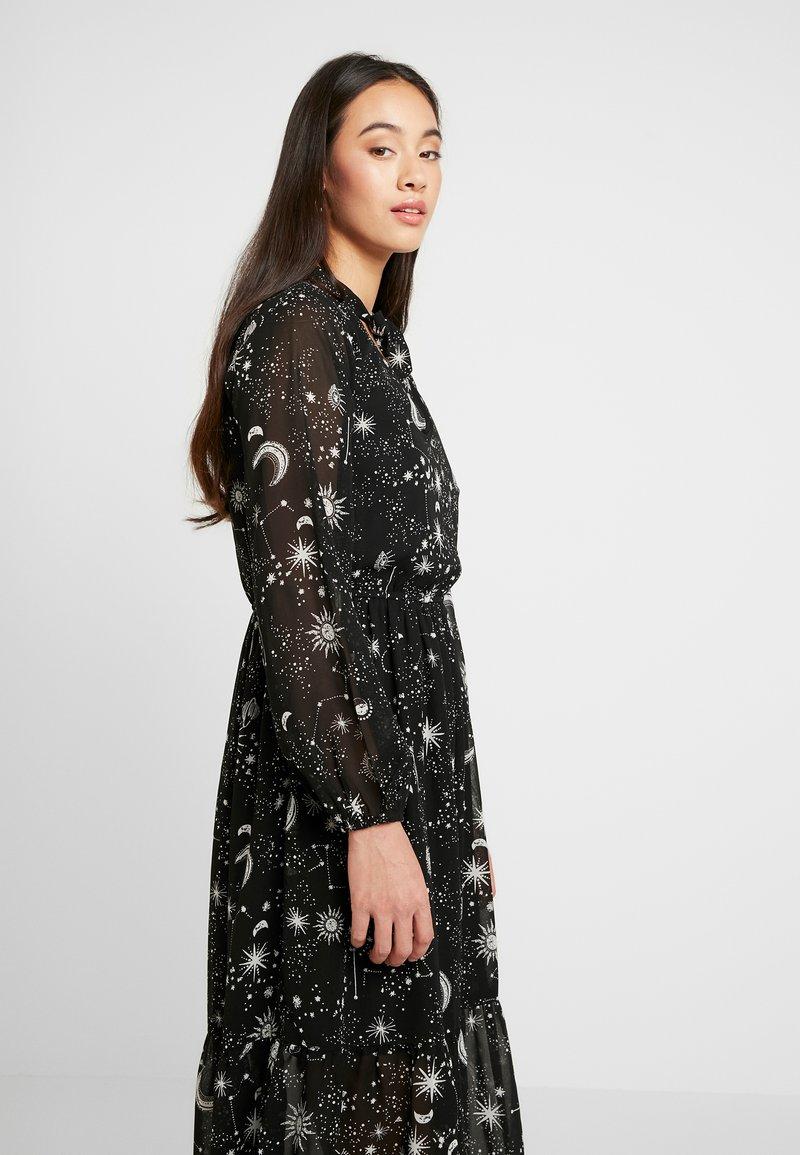 Wednesday S Girl Tie Neck Midaxi Dress Robe D Ete Galaxy Noir Zalando Fr