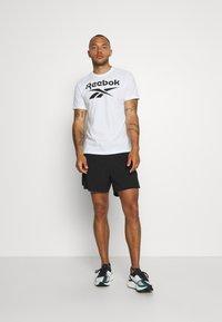 Reebok - STACKED TEE - T-shirts print - white - 1