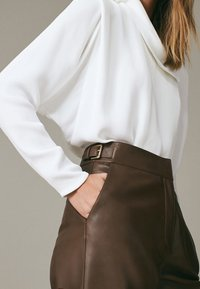Massimo Dutti - Leather trousers - brown - 2