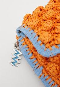 M Missoni - BAGUETTE TRACOLLA ZIG ZAG - Across body bag - orange/multicolor - 5