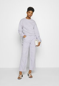Kickers Classics - DRILL PANTS - Jeansy Relaxed Fit - lilac - 1