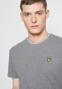 Lyle & Scott - WAFFLE - Basic T-shirt - mid grey marl - 3