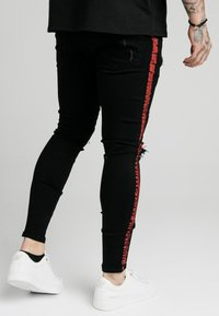 SIKSILK - SKINNY FIT PAINT STRIPE WITH DISTRESSING - Jeans Skinny Fit - washed black/red - 2